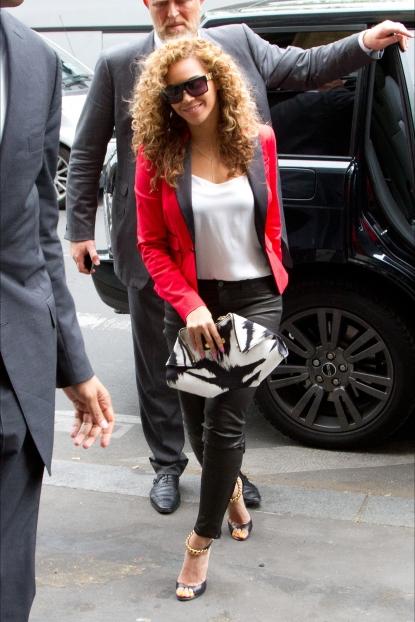 Beyonce_red_blazer